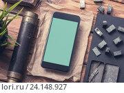 Смартфон на столе. Стоковое фото, фотограф ouh_desire / Фотобанк Лори