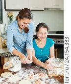 Купить «laughing women making pies or meat dumplings», фото № 24154383, снято 16 июля 2020 г. (c) Яков Филимонов / Фотобанк Лори