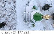 Купить «Полет над заснеженной крышей и позолоченным куполом деревянной церкви, зима. Сегежа, Карелия», видеоролик № 24177823, снято 8 ноября 2016 г. (c) Кекяляйнен Андрей / Фотобанк Лори