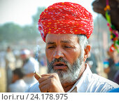 Купить «Индус в красной чалме с сигаретой», фото № 24178975, снято 22 ноября 2012 г. (c) photoff / Фотобанк Лори
