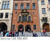 Купить «Красивое здание на Староместской площади в Праге», фото № 24180451, снято 2 мая 2016 г. (c) Наталия Журавлёва / Фотобанк Лори
