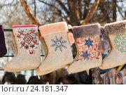 Купить «Валенки. Суздальский сувенир», эксклюзивное фото № 24181347, снято 28 февраля 2011 г. (c) Gagara / Фотобанк Лори