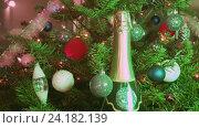 Купить «Игристое вино и новогодняя украшенная елка», видеоролик № 24182139, снято 9 ноября 2009 г. (c) Куликов Константин / Фотобанк Лори