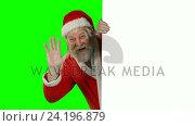 Surprised santa claus waving hand on green screen. Стоковое видео, агентство Wavebreak Media / Фотобанк Лори