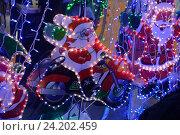 Дед Мороз на мотоцикле. Световое украшение. (2016 год). Редакционное фото, фотограф Борис Плеханов / Фотобанк Лори