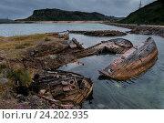 Купить «Брошенные корабли возле Териберка. Россия», фото № 24202935, снято 29 июля 2016 г. (c) Liseykina / Фотобанк Лори