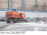 Купить «Снегоуборочная машина», фото № 24209707, снято 5 ноября 2016 г. (c) Краснова Ирина / Фотобанк Лори