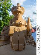 Купить «Фигура Айболита из песка», фото № 24212267, снято 30 мая 2015 г. (c) Юлия Юриева / Фотобанк Лори