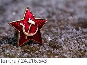 Купить «Красная звезда и первый снег», фото № 24216543, снято 2 июня 2020 г. (c) Mike The / Фотобанк Лори