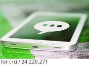 Купить «Символ cмс на экране сотового телефона», фото № 24220271, снято 13 января 2015 г. (c) Сергеев Валерий / Фотобанк Лори