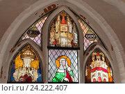 Фрагмент витражного окна. Женский бенедиктинский монастырь Lune (Benediktinerinnen Kloster Lune) в Люнебурге, Германия (2015 год). Стоковое фото, фотограф Наталья Николаева / Фотобанк Лори