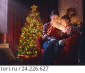 Купить «Mother and child with magic gift box», фото № 24226627, снято 11 ноября 2016 г. (c) Константин Юганов / Фотобанк Лори