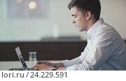 Купить «Young businessman with laptop indoors», видеоролик № 24229591, снято 17 ноября 2019 г. (c) Raev Denis / Фотобанк Лори