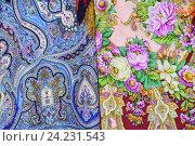 Купить «Шали и павловопосадские платки», эксклюзивное фото № 24231543, снято 31 августа 2016 г. (c) lana1501 / Фотобанк Лори