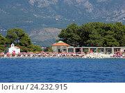 Купить «Пляж острова святого Николая, Черногория», эксклюзивное фото № 24232915, снято 28 июля 2015 г. (c) Алексей Гусев / Фотобанк Лори
