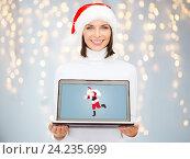 Купить «woman holding laptop with santa claus on screen», фото № 24235699, снято 15 августа 2013 г. (c) Syda Productions / Фотобанк Лори