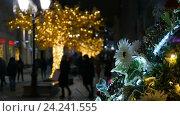 Абстрактный фон, улицы украшены для праздника. Стоковое видео, видеограф Игорь Усачев / Фотобанк Лори