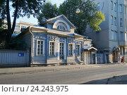 Купить «Москва, улица Бурденко, дом 23 (дом Палибина)», эксклюзивное фото № 24243975, снято 11 августа 2015 г. (c) Dmitry29 / Фотобанк Лори
