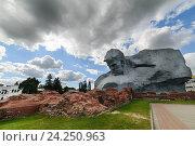 Купить «Памятник русским воинам, Брестская крепость, Беларусь», фото № 24250963, снято 30 августа 2016 г. (c) Андрей Радченко / Фотобанк Лори