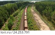 Вагоны товарного поезда на лесной железной дороге, вид сверху. Стоковое фото, фотограф Кекяляйнен Андрей / Фотобанк Лори