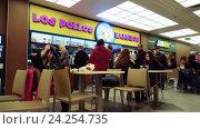 Купить «Moscow, Russia-October 9.2016. Detail of food court in a shopping center Okhotny Ryad», видеоролик № 24254735, снято 9 октября 2016 г. (c) Володина Ольга / Фотобанк Лори