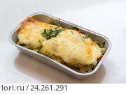 Купить «Trout baked with vegetables and cheese in batch trays», фото № 24261291, снято 4 ноября 2016 г. (c) Володина Ольга / Фотобанк Лори