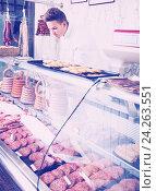 Купить «Seller in grocery shop», фото № 24263551, снято 20 октября 2016 г. (c) Яков Филимонов / Фотобанк Лори