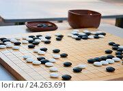 Купить «Стол для настольной игры го», фото № 24263691, снято 5 января 2000 г. (c) Наталья Двухимённая / Фотобанк Лори