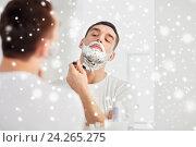 Купить «man shaving beard with razor blade at bathroom», фото № 24265275, снято 15 января 2016 г. (c) Syda Productions / Фотобанк Лори
