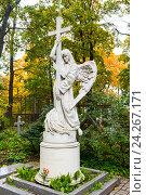 Купить «Ангел с крестом. Надгробие на Смоленском кладбище. Санкт-Петербург», эксклюзивное фото № 24267171, снято 29 сентября 2016 г. (c) Александр Щепин / Фотобанк Лори