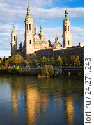 Купить «Cathedral of Our Lady of the Pillar and Ebro river», фото № 24271243, снято 21 апреля 2016 г. (c) Яков Филимонов / Фотобанк Лори