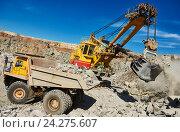 Купить «excavator loading granite or ore into dump truck at opencast», фото № 24275607, снято 8 сентября 2016 г. (c) Дмитрий Калиновский / Фотобанк Лори