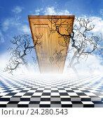 Иллюзорный пейзаж с шахматным полом, голыми ветвями дерева и деревянной дверью. Стоковое фото, фотограф Юлия Дьякова / Фотобанк Лори
