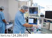 Купить «Doctors using electro gram monitor», фото № 24286015, снято 10 сентября 2016 г. (c) Wavebreak Media / Фотобанк Лори