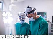 Купить «Surgeons in operation room», фото № 24286479, снято 10 сентября 2016 г. (c) Wavebreak Media / Фотобанк Лори