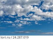 Облака в голубом небе. Стоковое фото, фотограф Владимир Иванов / Фотобанк Лори