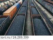 Купить «Уголь в  грузовых,железнодорожных вагонах», фото № 24289399, снято 11 сентября 2016 г. (c) Михаил Трибой / Фотобанк Лори