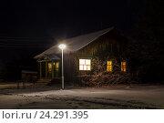 Купить «Дом и фонарь в деревне вечером», фото № 24291395, снято 12 ноября 2016 г. (c) Дмитрий Тищенко / Фотобанк Лори