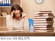 Young student preparing for university exams. Стоковое фото, фотограф Elnur / Фотобанк Лори