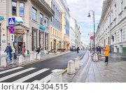 Купить «Улица Большая Дмитровка в Москве», фото № 24304515, снято 30 сентября 2014 г. (c) Алёшина Оксана / Фотобанк Лори