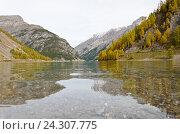 Спокойное горное озеро. Стоковое фото, фотограф Добыш Александр / Фотобанк Лори