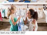 Купить «young woman and girl in clothes store», фото № 24307907, снято 20 июля 2019 г. (c) Яков Филимонов / Фотобанк Лори