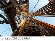 Купить «Нефтяная вышка», фото № 24309663, снято 6 мая 2016 г. (c) Зайцев Алексей / Фотобанк Лори
