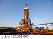 Купить «Нефтяная вышка. Республика Татарстан», фото № 24309667, снято 6 мая 2016 г. (c) Зайцев Алексей / Фотобанк Лори