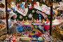 Девушка в костюме снегурочки продаже елочные игрушки в ГУМе в предновогодние дни в городе Москве, Россия, фото № 24310023, снято 3 декабря 2016 г. (c) Николай Винокуров / Фотобанк Лори