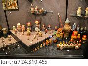 Купить «Матрёшки в музее игрушки в Сергиевом Посаде», фото № 24310455, снято 9 ноября 2016 г. (c) Ольга Гриднева / Фотобанк Лори