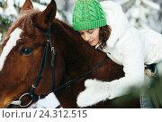 Купить «Красивая девушка на лошади в зимнем лесу», фото № 24312515, снято 19 декабря 2015 г. (c) Рустам Шигапов / Фотобанк Лори
