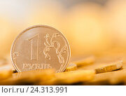 Купить «Монетка 1 рубль, тональная коррекция, желтый цвет», фото № 24313991, снято 23 июля 2016 г. (c) E. O. / Фотобанк Лори