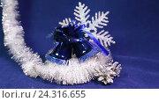 Купить «Новогодние шары и ленты на синем фоне», видеоролик № 24316655, снято 5 декабря 2009 г. (c) Куликов Константин / Фотобанк Лори