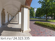 Купить «Marstall, arcades, administration building, 'Landesamt für Bezüge und Versorgung' of Lower Saxony, Aurich, East Frisia,», фото № 24323335, снято 16 июля 2018 г. (c) mauritius images / Фотобанк Лори